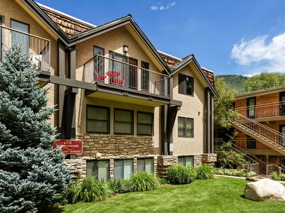 Photo for Incredible views in open 2 bedroom condo in Aspen Core! Walk to Gondola.