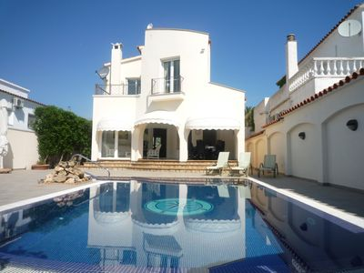 Photo for Beautiful villa on canal with mooring and private pool, wifi
