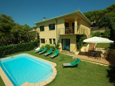 Photo for 4 bedroom Villa, sleeps 6 with Pool, FREE WiFi and Walk to Beach & Shops