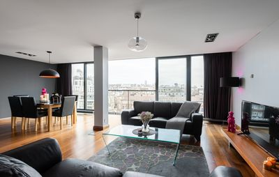 Photo for Spacious 1 Bedroom Apartment With London Skyline
