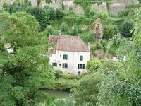 Lovely cottage for 2 under the Ramparts of this beautiful medieval town.