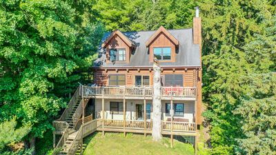 Lakefront log home in the heart of Deep Creek Lake!