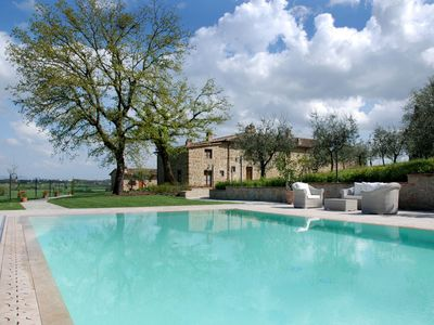 Photo for Ciggiano Apartment, Sleeps 6 with Pool and Air Con