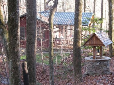 4 Season Cottage in the Woods with Trail to Private Lake Usage