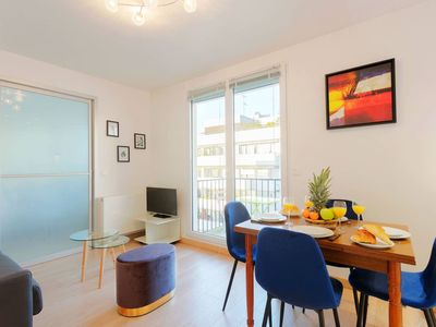 Eiffel Tower View - Modern 1BR with Balcony in Central Paris!