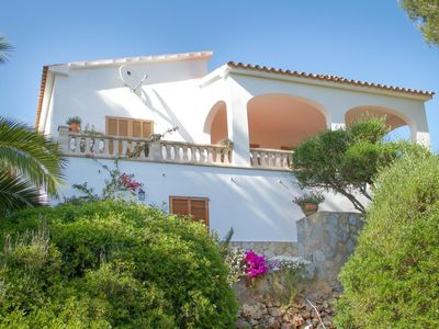 Photo for Rustic chalet with spacious terraces, 5 minutes to the beach