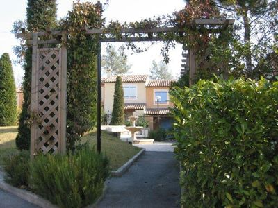Photo for Charming 2-bedroom villa within walking distance of Valbonne