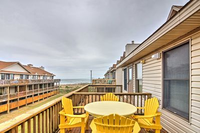 Enjoy North Carolina's Outer Banks at this cozy Kitty Hawk townhome!