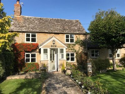 Photo for Sunnyside Cottage, BAMPTON, OXFORDSHIRE