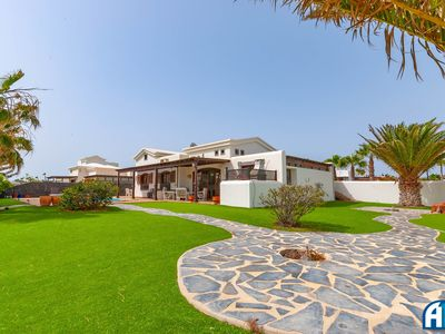 Photo for Lovely well appointed villa..a Golfers Paradise!