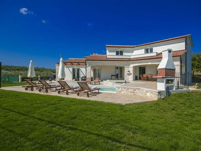 Photo for Villa in Vižinada with Swimming Pool and Jacuzzi