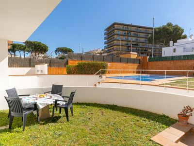 Photo for Maribel: Apartment with terrace and pool, 450 m from the beach