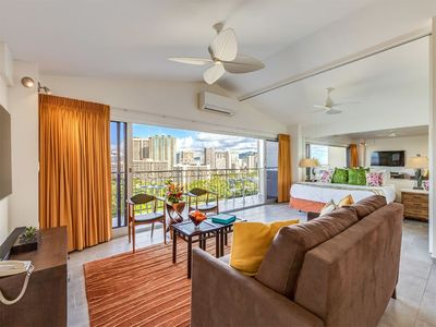 High Style w/Amazing Ocean View, Modern Kitchen, Free WiFi–Waikiki Shore  #PH06
