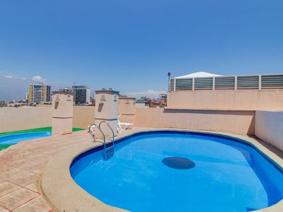 Photo for Apartment with shared pool & great location close to dining and shopping