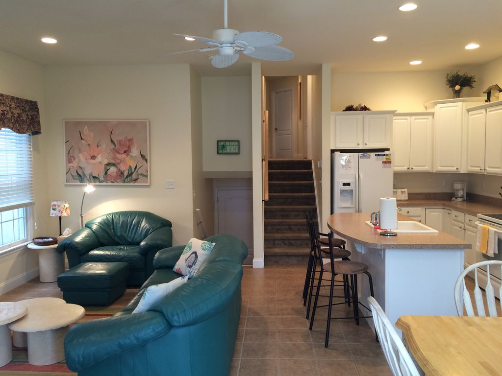 Upscale 1st fl condo located in desirable OC Location. Beach Tags included.