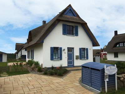 Photo for Huus Poeler Wiek: Beautiful thatched cottage near the beach and world cultural city Wismar
