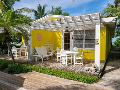 Photo for Tropical paradise, garden-view 1B/1B Unit, just minutes from the Beach!