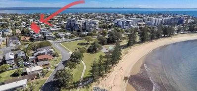 2 minute walk to Scarborough beach, restaurants , parks and basketball court