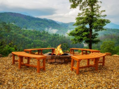 Enjoy our fire pit in view of the mountains!