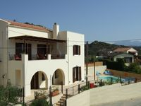 Lovely clean villa in great location and with lovely views. Clean and well equipped.