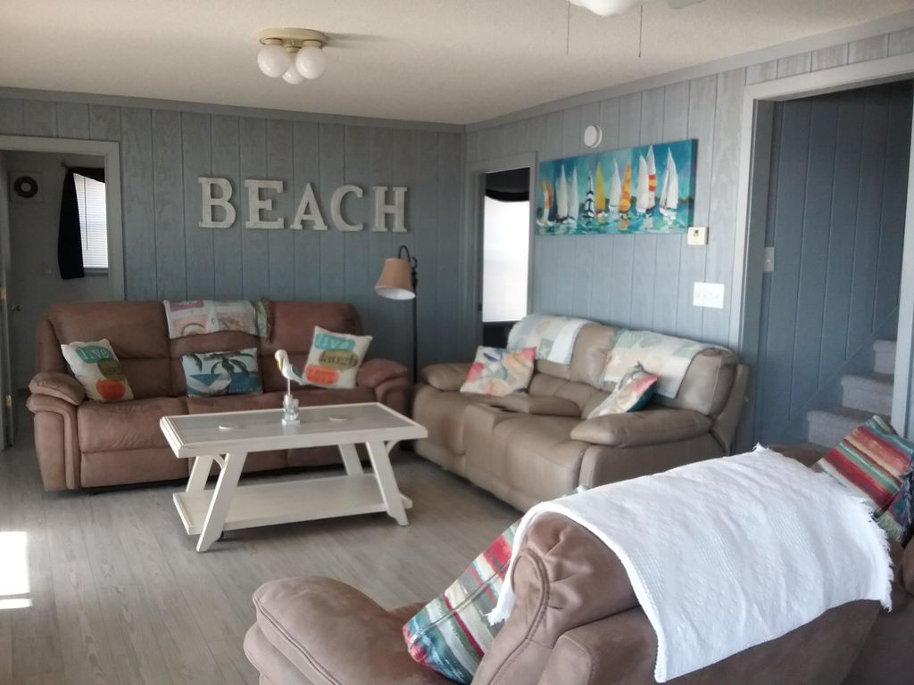 Myrtle Beach House Rental   Sitting Area In Main Room Of The House