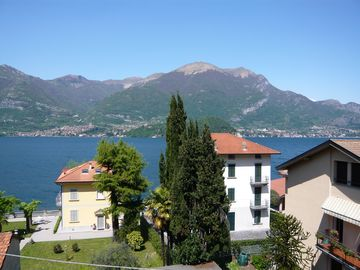 Spacious and bright apartment surrounded by 3 terraces with Lake Como view