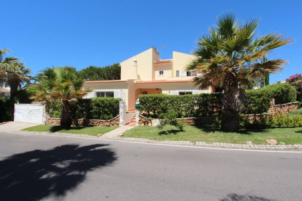 Charming Family House On Ground Of 500 M2 With Swimming Pool
