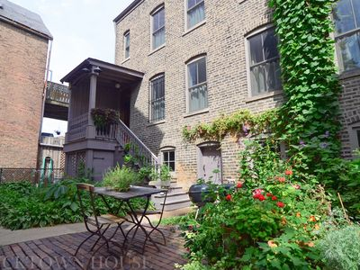 Photo for Tree-Lined, 2-Level Bucktown Coach House - Sleeps 10
