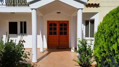 Photo for 3 Bedrooms villa with pool near the sea and sandy beach