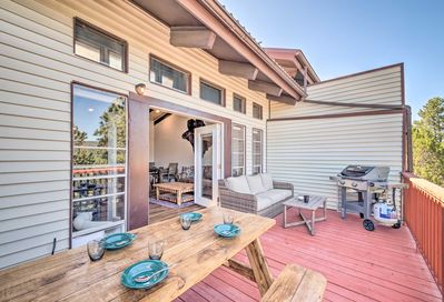 Escape to charming Ruidoso and stay at this vacation rental condo!