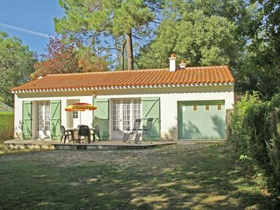 Photo for Detached holiday home in Vendée with spacious grass garden, 600 m from the sea