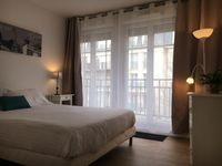 Cute, quaint property convienient to RER and many local restaurants and shops.