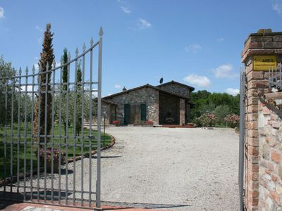 Photo for Stunning private villa with private pool, WIFI, TV, pets allowed and parking, close to Cortona