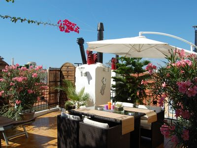 Photo for Nice city, top floor apartment 90m2 with 30m2 terrace tree