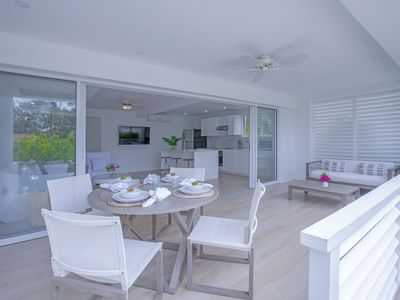 Mullins Grove is boutique luxury self-catering hotel a mere 200 yards from the iconic Mullins Beach