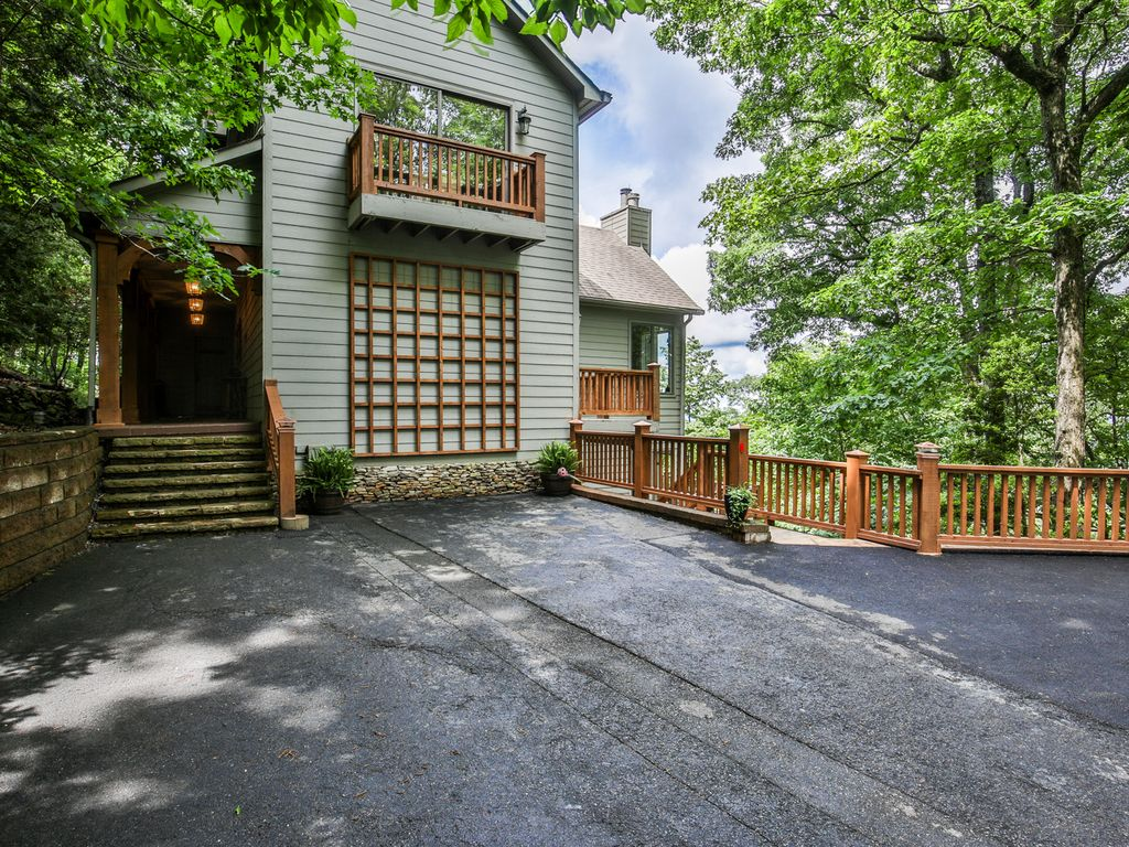 Big canoe 5 bedroom mountain lodge 50 mile vrbo for Big canoe lodge