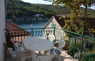 Photo for Two bedroom apartment with terrace and sea view Stomorska (Šolta)
