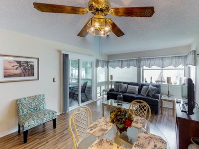 Photo for Snowbird friendly condo w/ shared pools, hot tub, sauna, tennis - walk to beach!