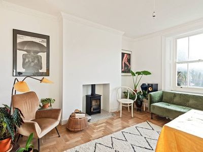 Photo for Cosy 2 Bed, 2 Bath w/Balcony 13min to Liverpool St