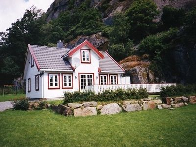 Photo for Norwegian cottage for 8 people with a large garden and private bay