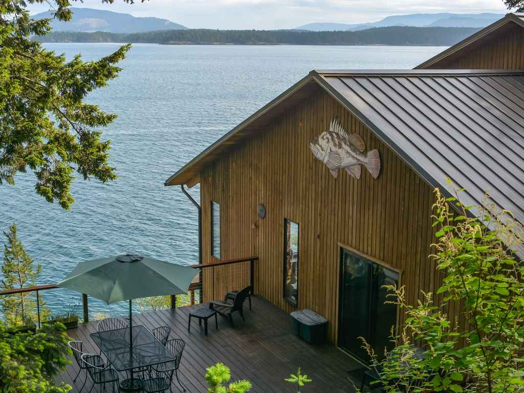 Waterfront amazing views near friday harbor channel for Cabin rentals san juan islands wa