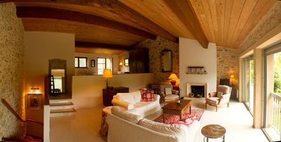 Chez-Georges is a comfortable rebuild of a 1790's barn with full facilities.
