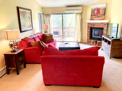S6 Convenient location for your skiing getaway! Modern open floor plan, fireplace, AC!