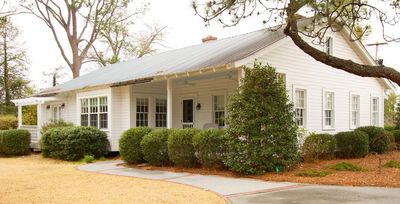 Photo for CLUB HOUSE COTTAGE- BEAUTIFUL HOME IN HISTORIC DISTRICT