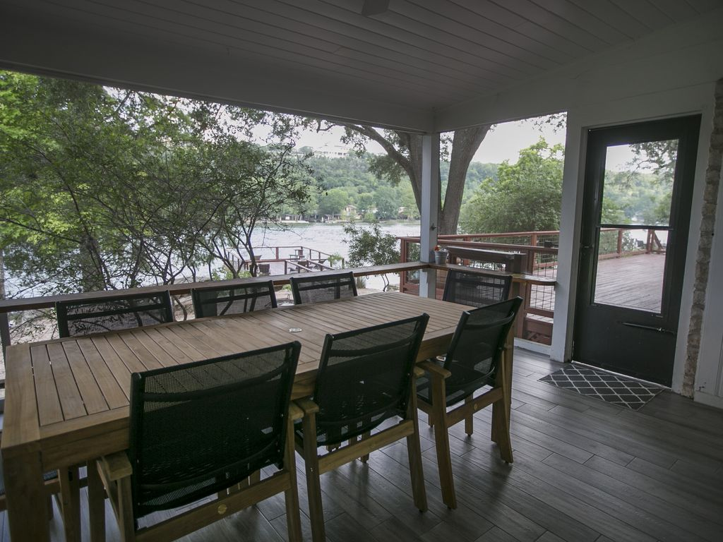 Newly remodeled lake austin waterfront vacation home for Austin cabin rentals
