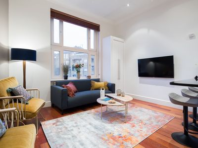 Photo for The Kensington Palace Retreat - Modern 2BDR Flat