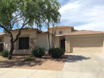 Newly Remodeled Executive Home ,Heated Pool, Putting Green