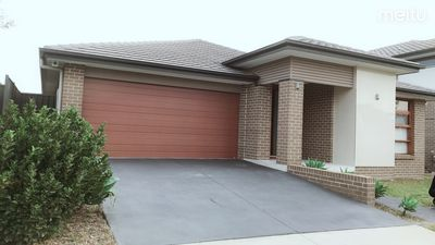 Photo for 4 Bedroom Modern House/Walk to Coles/Washer