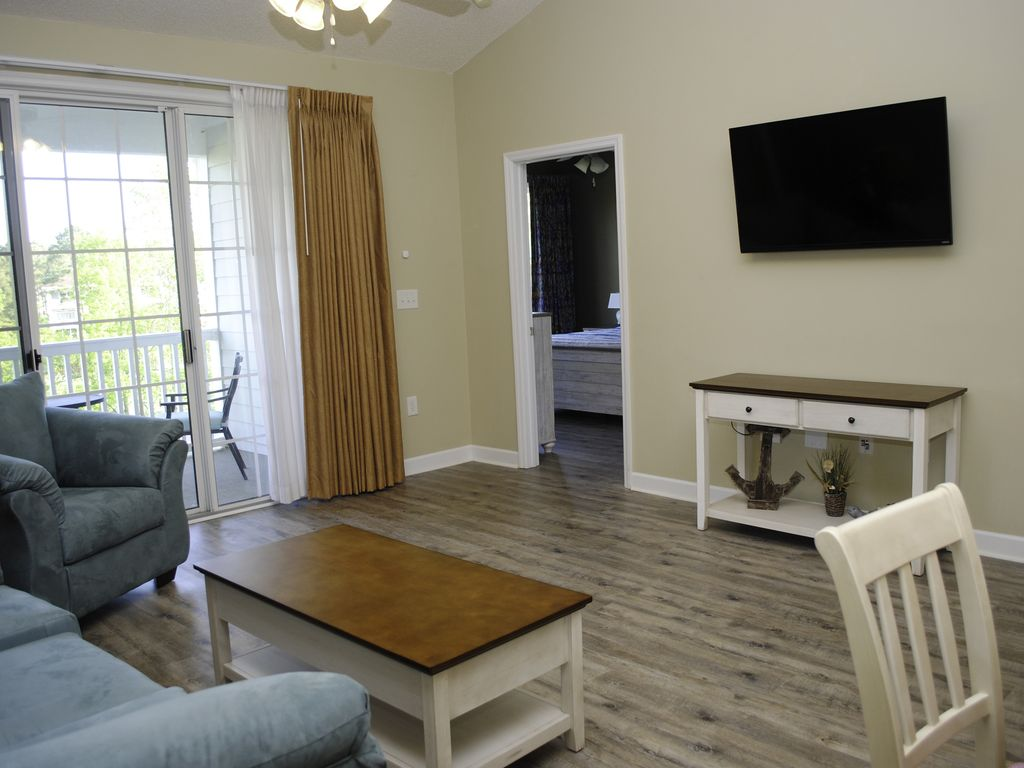 New Tvs Floors And Furniture Monthly Rate By Request Barefoot Resort Condo North Myrtle