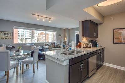 633091 Beautiful kitchen overlooking living room, Church Street, Downtown view